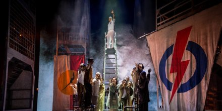 Scenes-from-Singapura-The-Musical-credit-to-Singapura-The-Musical